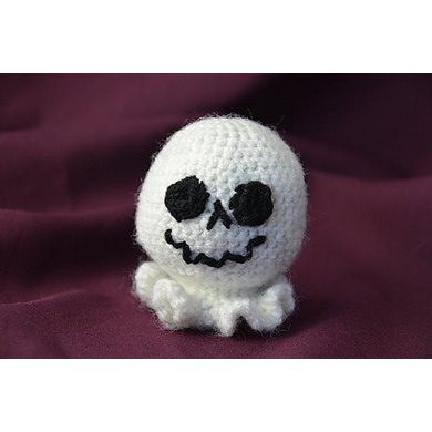 Free Halloween Ghost Ornament Amigurumi Crochet Pattern - Ollie + ... | 390x390