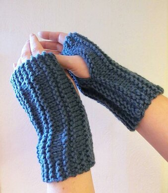 Easy Peasy Wrist Warmers Knitting pattern by Ruth Maddock