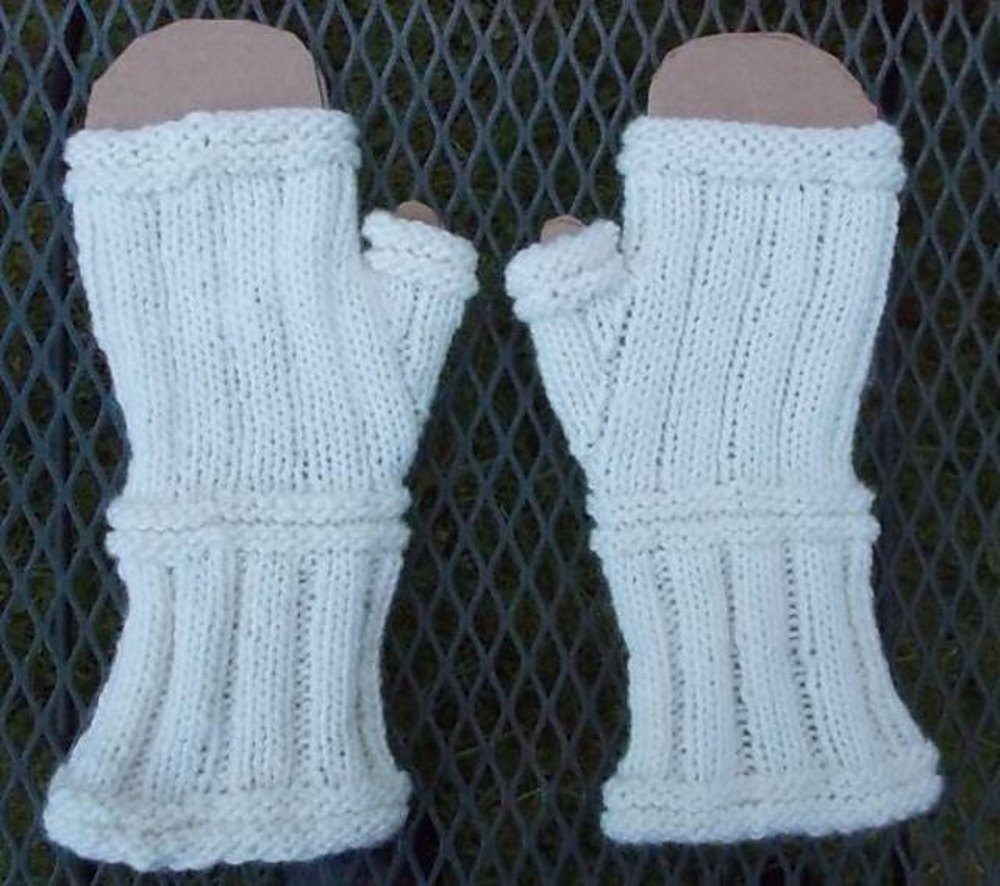 Rib & Welt Gauntlet Mitts Knitting pattern by Jane Nelson Knitting Patt...