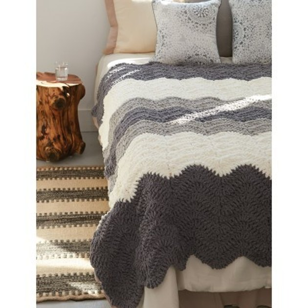 Grey Scale Blanket In Bernat Blanket Downloadable Pdf