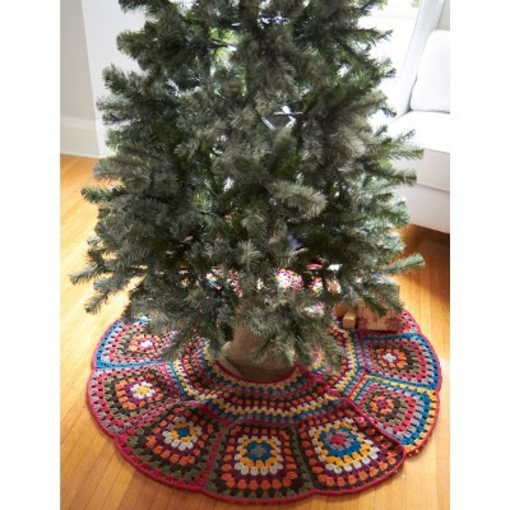 Easy Crochet Christmas Tree Skirt: Tricia's Tree Skirt In Patons Classic Wool Worsted