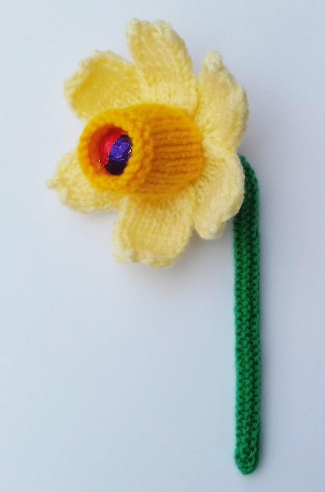 Daffodil Easter Creme Egg Cover Knitting Pattern By