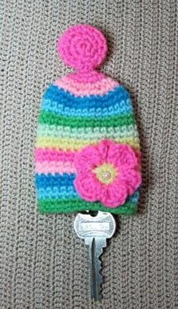 Flower key cozy - free amigurumi crochet pattern