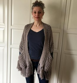 Easy Crochet Shawl Pattern: Perfect-Pockets Shawl