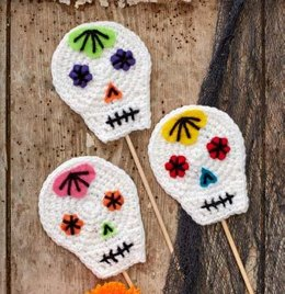 Skull Party Sticks & Pompoms in Red Heart Super Saver Economy Solids - LW5394 - Downloadable PDF