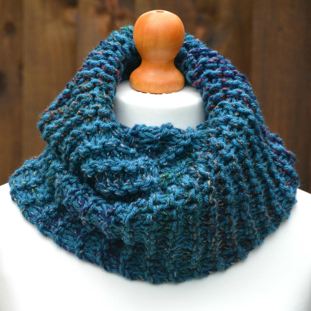 Womens chunky infinity scarf kpwi01 knitting pattern by knit purl womens chunky infinity scarf kpwi01 zoom bankloansurffo Image collections