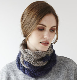 Two-colour Cabled Cowl in Debbie Bliss Roma Weave