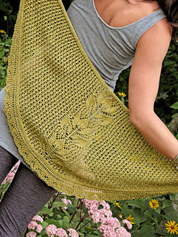 Tulip Shawlette in knit One Crochet Too Cozette - 2118