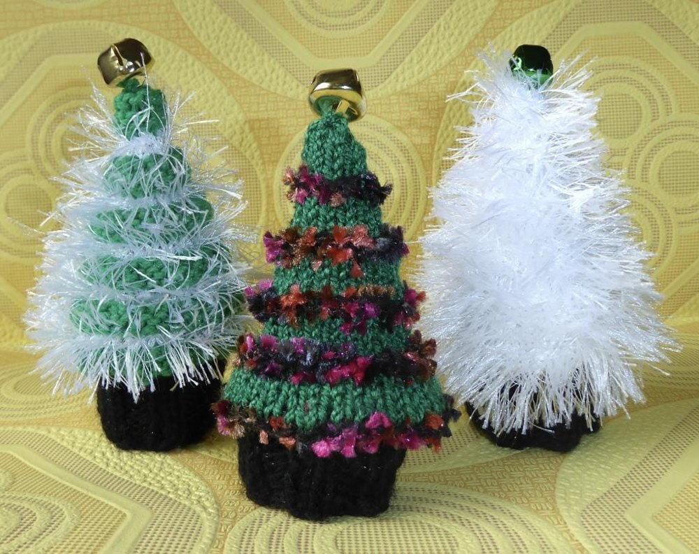Christmas Knitting Patterns For Ferrero Rocher.Christmas Tree Ferrero Rocher Chocolate Cosies Knitting Pattern By Tess Young