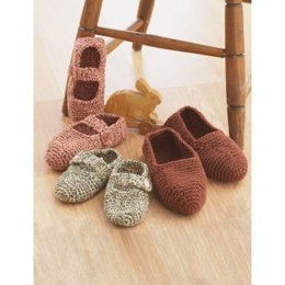Family Slippers in Bernat Super Value - Downloadable PDF