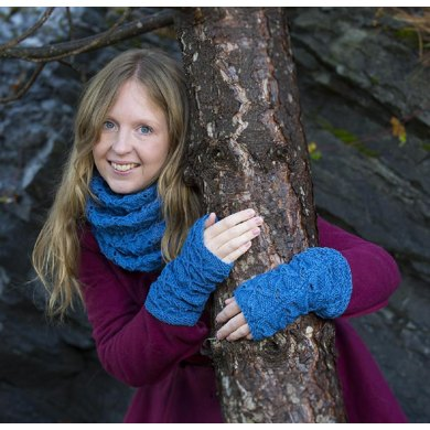 Open Triangles Cowl & Wristwarmers