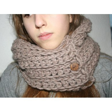 Chunky cowl with buttons