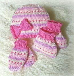 Pretty in pink! Hat, booties mitts set