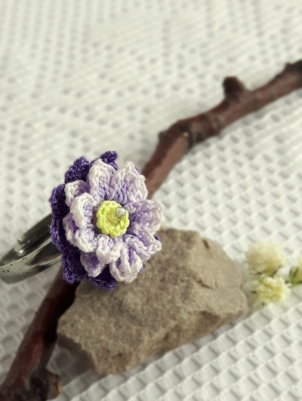 purple anemone ring crochet project by freja blomst micro crocheted hand painted floral jewelry. Black Bedroom Furniture Sets. Home Design Ideas