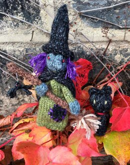 Witch and Cat Finger Puppets in Wendy Pixile DK - Downloadable PDF