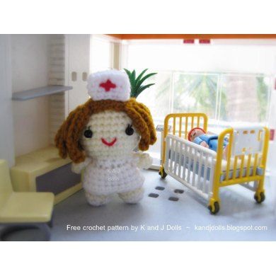 Little Nurse - German translation - Free amigurumi doll crochet pattern