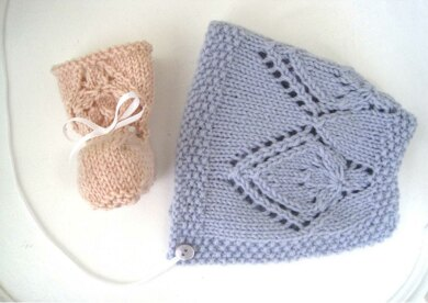 Pretty Petal Bonnet & Booties Set