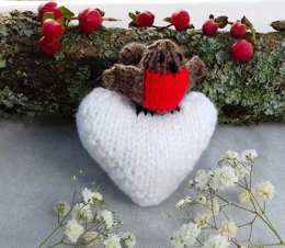 Winter Robin Frosty Heart Hanging Decoration