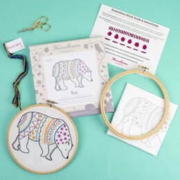 Hawthorn Handmade Bear Contemporary Embroidery Kit - 15 x 12cm / 5.9 x 4.72in