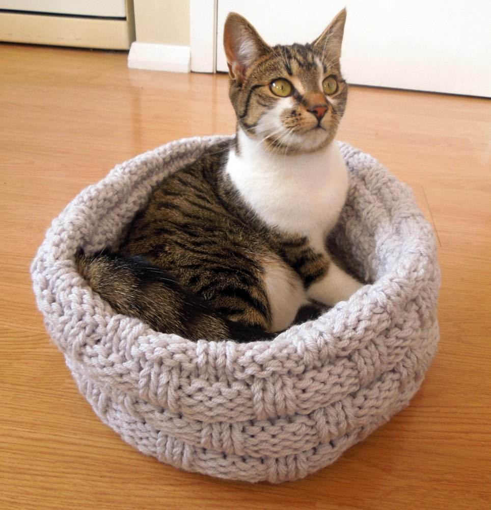 Cat Bed Knitting pattern by Sarah Taylor