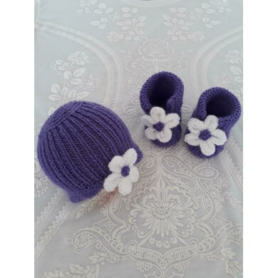Daisy hat and bootee set