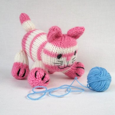 Cupcake the kitten - knitted cat