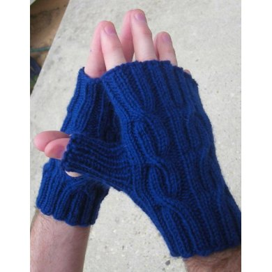 Easy Reversible Cabled Worsted Mitts