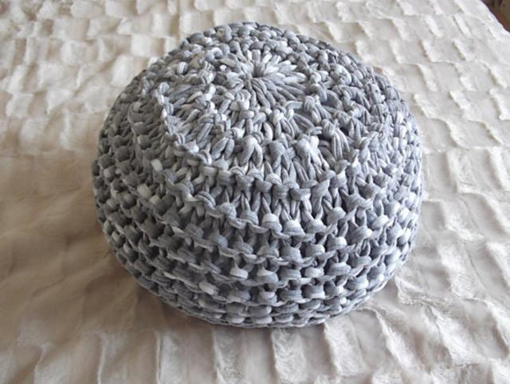 T shirt yarn floor cushion pouf knitting pattern by for Floor knitting