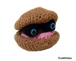 Amigurumi Stuart the Clam Puppet