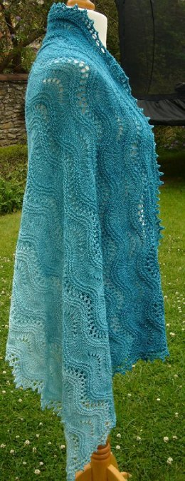 Rippling waves shawl