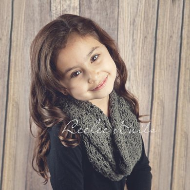 Soft Lace knit infinity scarf pattern
