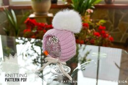 Hat with pompom for small dog