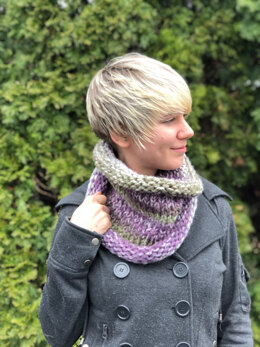 Stockinette Stitch Cowl  in Plymouth Yarn Mega Cakes - F862 - Downloadable PDF