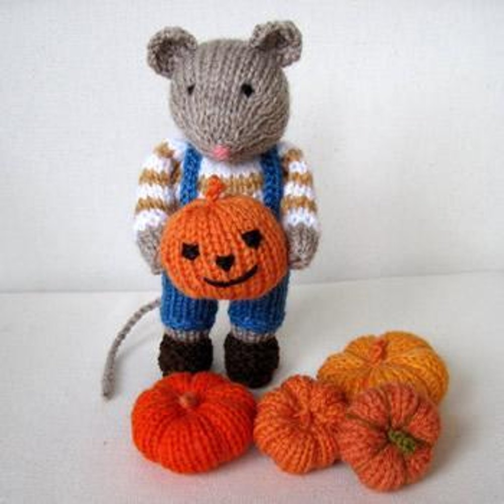 Halloween Knitting Patterns : Pip the Mouse and pumpkins - Halloween Knitting pattern by Dollytime