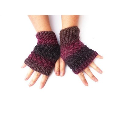 Simple Knobbly Gloves