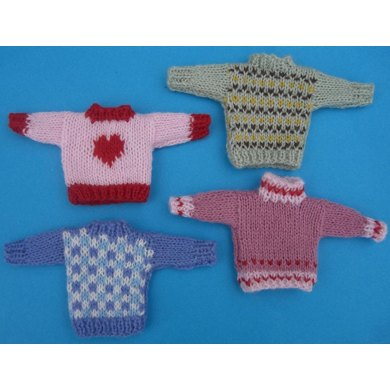 HMC47 Dolls house scale sweaters