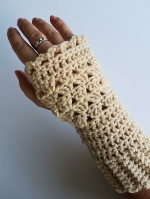 Shells Fingerless Gloves Crochet Pattern By Lillith Black