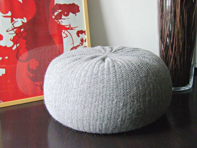 diy tutorial xxl large knitted pouf poof ottoman. Black Bedroom Furniture Sets. Home Design Ideas