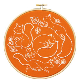 Hawthorn Handmade Scurrying Squirrels Embroidery Kit - 7in
