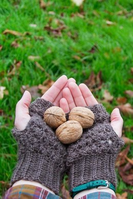 Walnut (hat and gloves)