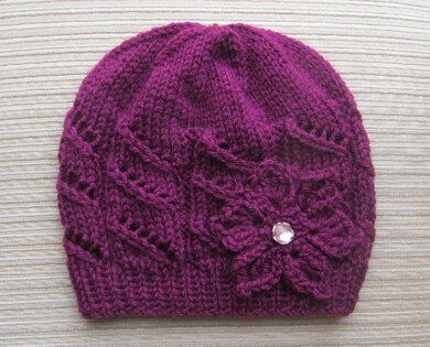 Hat with Diagonal Lace Stripes