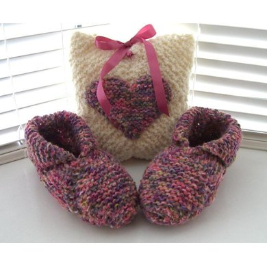 Travel Slippers & Pouch (allsquareknits)