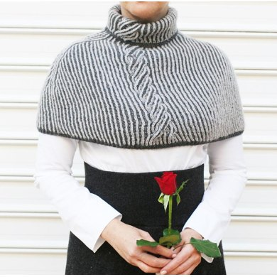 Gray reversible cabled capelet