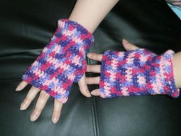Fingerless Gloves with Anatomical Thumb