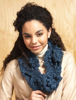 Figure Eight Cowl in Bernat Alpaca