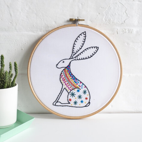 Hawthorn Handmade Hare Contemporary Embroidery Kit - 16 x 10cm / 5.9 x 3.54in