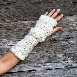 Cable fingerless crochet mittens