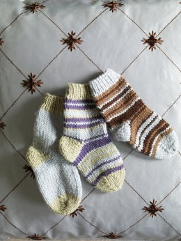 Knit Child's Two Color Socks in Lion Brand Wool-Ease - 70284AD