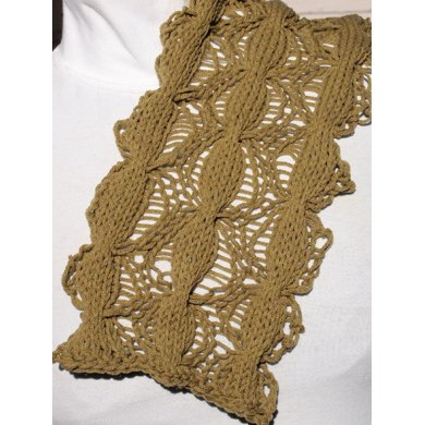 Cabled Web Scarf