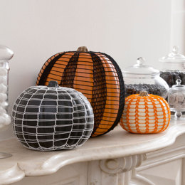 Haunting Lace Pumpkins in Aunt Lydia's Classic Crochet Thread Size 10 Solids - LC4446